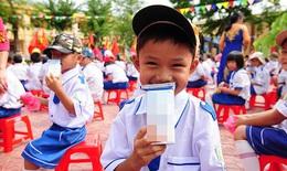 """Bộ Y tế nói gì về việc """"chậm trễ ban hành quy chuẩn sản phẩm sữa tươi học đường""""?"""