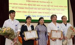 """Bộ trưởng Bộ Y tế khen thưởng """"nóng"""" các y bác sĩ BV Việt Đức lập kỷ lục ghép tạng 15 ca/tuần"""