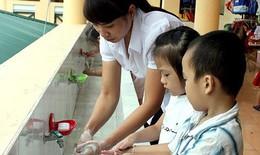 Khẩn trương phòng bệnh tay chân miệng mùa khai trường, rửa tay bằng xà phòng thường xuyên