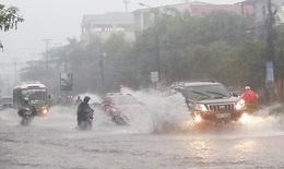 3 người chết vì điện giật sau cơn mưa lớn; cảnh báo lốc sét, gió giật mạnh
