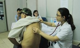 Bệnh viện Hữu Nghị khám sức khỏe miễn phí cho người cao tuổi