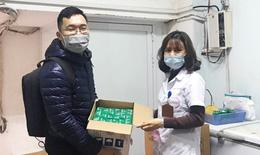 Trao tặng 800 chai thuốc hỗ trợ phòng chống COVID-19