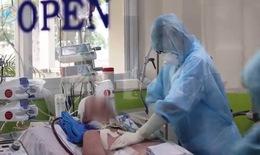[Video] Bác sĩ BV Chợ Rẫy nỗ lực cứu chữa cho phi công người Anh