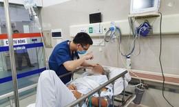 Người đàn ông đang làm đồng hôn mê vì nắng nóng, bác sĩ chỉ cách tránh sốc nhiệt
