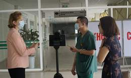 Robot mới có mặt tại Việt Nam giúp bảo vệ các y bác sĩ chống dịch COVID-19