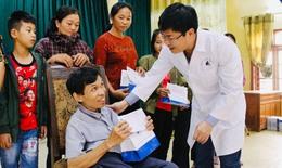 Khám bệnh, phát thuốc miễn phí cho gần 1.500 người dân vùng lũ