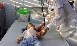 Bé gái bị di chứng nặng nề sau mắc tay chân miệng, bác sĩ chỉ ra lưu ý cần biết