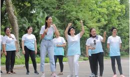 Top 5 HHHV Việt Nam, siêu mẫu Mạnh Khang trong bộ ảnh đầy ý nghĩa với bệnh nhân ung thư