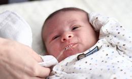 Vì sao trẻ sơ sinh bị ọc sữa, nôn trớ