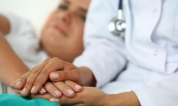 """Tinh thần lạc quan – """"vị thuốc"""" quý cho người ung thư"""