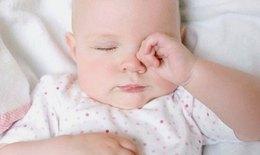 Sai lầm phổ biến khi vệ sinh mắt, mũi cho trẻ sơ sinh mẹ cần biết