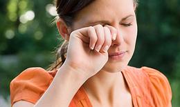 Những dấu hiệu chứng tỏ bạn đang bị khô mắt