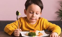 Những điều cần lưu ý khi chọn cốm giúp bé ăn ngủ ngon