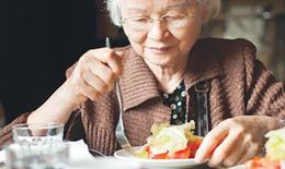 Dinh dưỡng ngày càng quan trọng với sức khỏe người cao tuổi