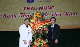 Trưởng Ban Tuyên giáo TW Võ Văn Thưởng thăm và chúc mừng Ngày Thầy thuốc Việt Nam tại BV K
