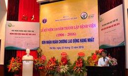 Thầy thuốc trẻ Bệnh viện Việt Đức trình bày báo cáo khoa học bằng tiếng Anh