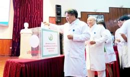 Bệnh viện Việt Đức ủng hộ gần 300 triệu vì miền Trung ruột thịt