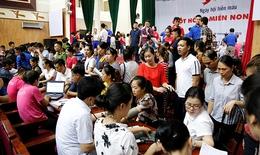 Giữa cái nóng hơn 40 độ, người dân các tỉnh miền Bắc vẫn nhiệt tình đi hiến máu
