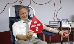 Mang nhóm máu O, Trưởng Phái đoàn Liên minh châu Âu tại Việt Nam hiến máu cứu người