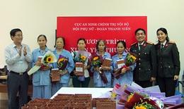 Chiến sĩ công an mang những món quà yêu thương động viên nữ bệnh nhân ung thư