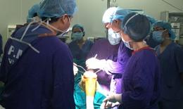 Lần đầu tiên thay khớp gối nhân tạo có độ bền 15 năm cho bệnh nhân thoái hóa