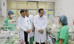 Bộ trưởng Bộ LĐTB&XH thăm, tặng quà 75 gia đình bệnh nhân có hoàn cảnh khó khăn tại BV Phụ sản TW