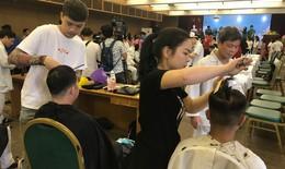 """Bệnh nhân BV Bạch Mai được tặng quà, cắt tóc, gội đầu miễn phí tại """"Gala thứ 7 yêu thương"""""""