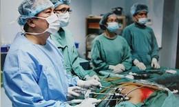 Kỹ thuật mổ nội soi tuyến giáp của PGS.TS Trần Ngọc Lương được trao kỷ lục Việt Nam