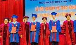 Hơn 1000 bác sĩ và cử nhân y khoa được đào tạo theo xu hướng quốc tế hóa nhận bằng tốt nghiệp