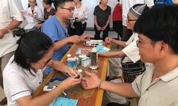 Hơn 100 người cao tuổi được bác sĩ Trường Đại học Y Hà Nội khám, tư vấn sức khoẻ