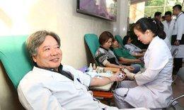Thầy thuốc BV Việt Đức hồ hởi hiến máu vì người bệnh