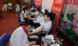 Thầy thuốc và cộng đồng cùng san sẻ giọt máu yêu thương