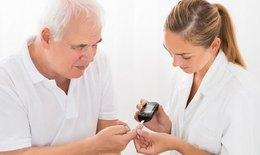 Dịch COVID-19: Quản lý chặt chẽ sức khoẻ người cao tuổi, người có bệnh lý nền