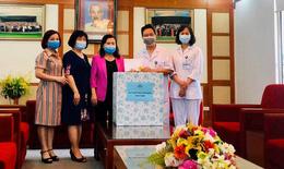Hàng trăm bệnh nhân ung thư được hỗ trợ kinh phí và tặng khẩu trang chống dịch COVID-19