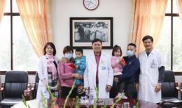 """Mẹ con bé Bình An và cuộc """"viếng thăm"""" ấm áp cuối năm ở Bệnh viện Phụ sản Trung ương"""