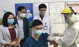 Gần 40.000 người đã tiêm vắc xin COVID-19; Bộ Y tế kiểm tra công tác phòng chống dịch tại Hà Nội