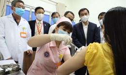 Sáng 12/4: 6 người đầu tiên tiêm thử nghiệm mũi 2 vắc xin COVIVAC phòng COVID-19 của Việt Nam