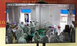 Hai bệnh nhân COVID-19 nặng phải đặt ECMO tại Bệnh viện Phổi Bắc Giang
