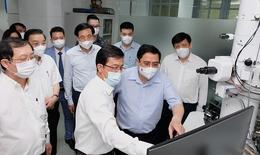 Thủ tướng: Chậm nhất tháng 6/2022 phải có vắc xin COVID-19 sản xuất trong nước