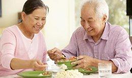 7 vấn đề cần lưu ý khi chăm sóc dinh dưỡng cho người bệnh Alzheimer