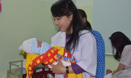 Bộ trưởng Bộ Y tế thăm và chúc Tết các bệnh viện đêm giao thừa