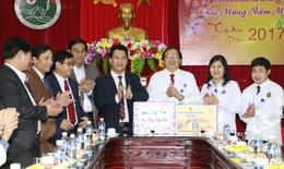 Chủ tịch UBND tỉnh chúc tết, tặng quà bệnh viện Đa khoa tỉnh Hà Tĩnh