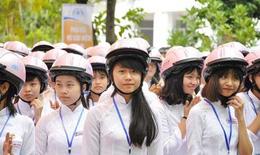 Tặng 2.000 mũ bảo hiểm cho tân sinh viên