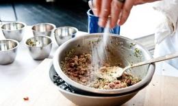 Người Việt đang nạp vào người lượng muối ăn cao gấp đôi so với khuyến cáo