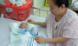 123 ngày nuôi sống bé sinh non chỉ nặng 700g, bé như chiếc bánh mì