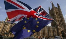 Anh hoãn đàm phán liên đảng về Brexit