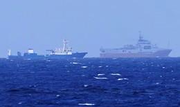 """Khi thế giới """"dõi theo"""" biển Đông"""
