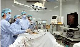 Nội soi lấy khối u thượng bì lớn, ăn mòn xương sọ bệnh nhân