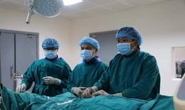 Can thiệp cứu bệnh nhân méo miệng do hẹp 90% động mạch cảnh