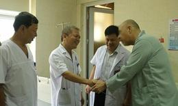 Đau dữ dội không thể đi lại được, người đàn ông quốc tịch Mỹ được các bác sĩ Việt phẫu thuật cứu sống